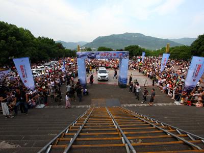 """哈弗H9成功挑战""""万里长江第一梯"""" 产品实力  上苍见证"""
